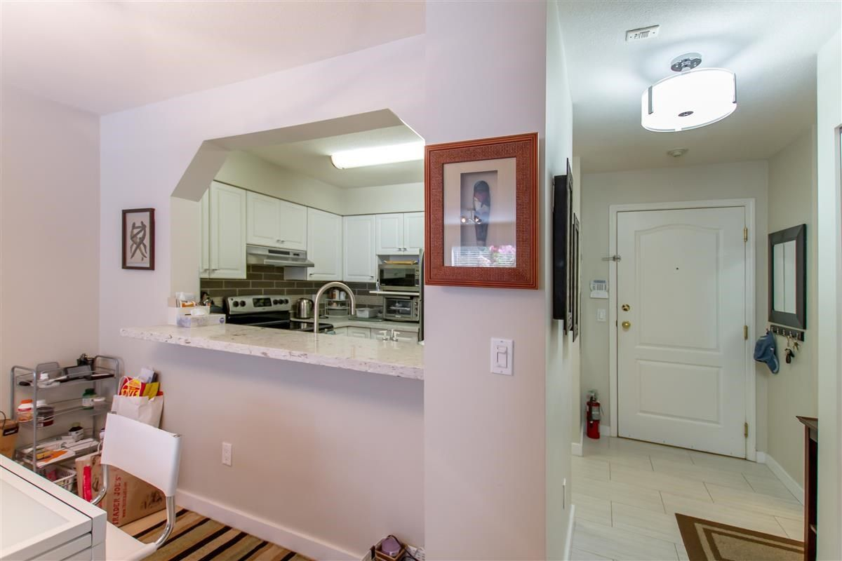 """Photo 8: Photos: 111 3770 MANOR Street in Burnaby: Central BN Condo for sale in """"CASCADE WEST"""" (Burnaby North)  : MLS®# R2398930"""