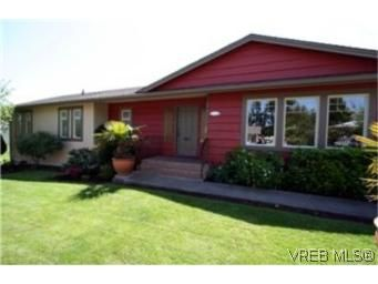 Main Photo: 1325 Moorgreen Pl in VICTORIA: SE Cedar Hill House for sale (Saanich East)  : MLS®# 433189