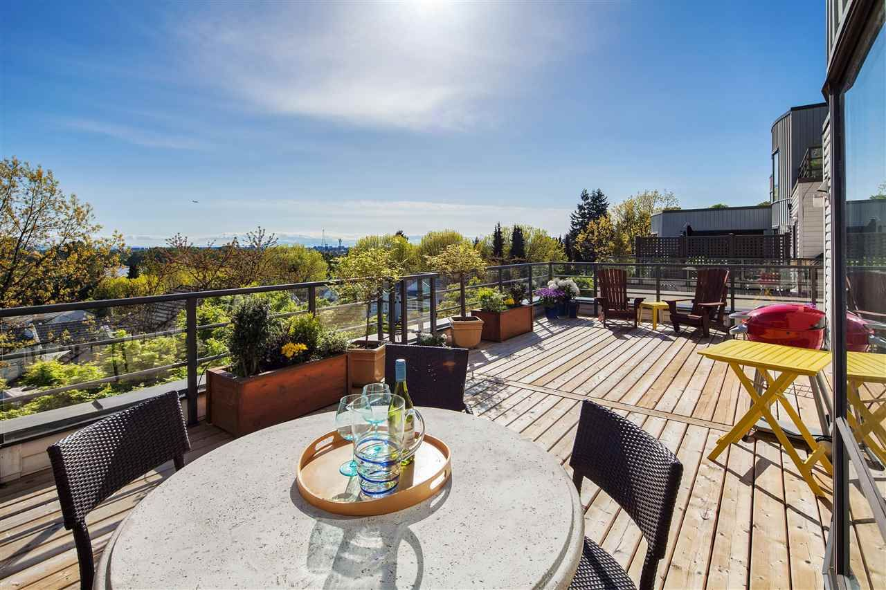 Main Photo: 18 2188 SE MARINE DRIVE in : South Marine Townhouse for sale (Vancouver East)  : MLS®# R2164572