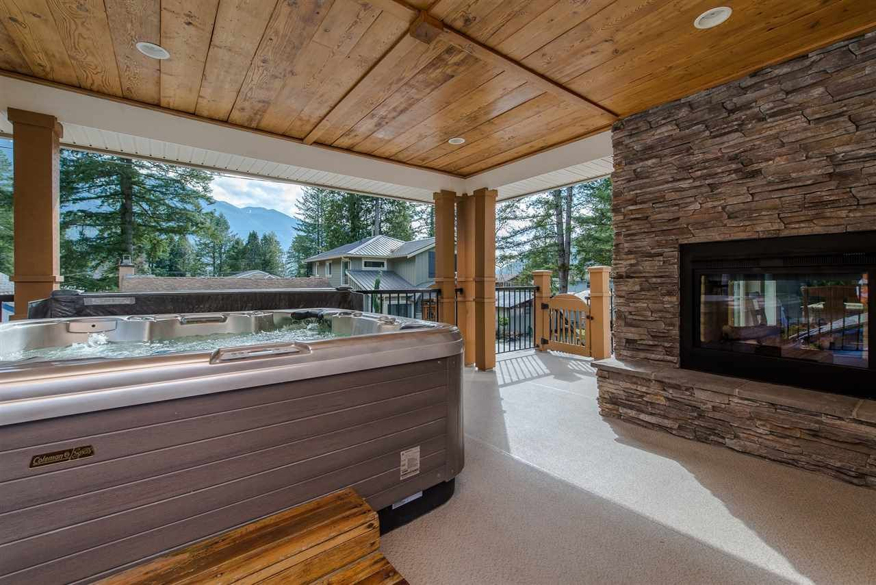"Photo 21: Photos: 416 MAPLE Street: Cultus Lake House for sale in ""Cultus lake Park"" : MLS®# R2493541"