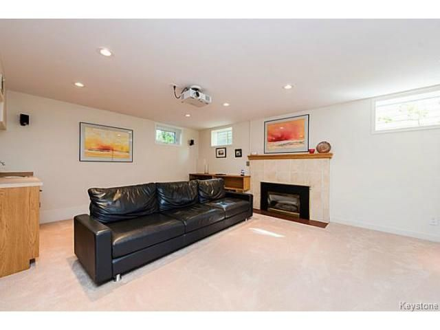 Photo 15: Photos: 359 Kingston Crescent in WINNIPEG: St Vital Residential for sale (South East Winnipeg)  : MLS®# 1513221