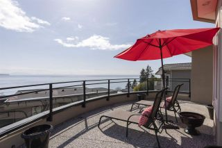 """Photo 6: 14342 SUNSET Drive: White Rock House for sale in """"White Rock Beach"""" (South Surrey White Rock)  : MLS®# R2560291"""