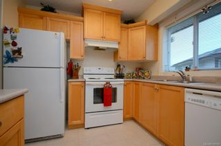 Photo 3: 31 300 Six Mile Rd in : VR Six Mile Row/Townhouse for sale (View Royal)  : MLS®# 719798