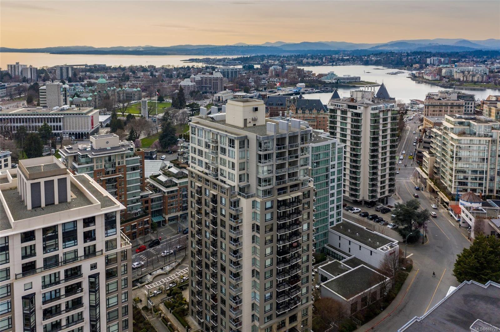 Main Photo: 1510 751 Fairfield Rd in : Vi Downtown Condo for sale (Victoria)  : MLS®# 881728