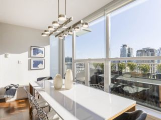 """Photo 10: 2001 1055 RICHARDS Street in Vancouver: Downtown VW Condo for sale in """"Donovan"""" (Vancouver West)  : MLS®# R2555936"""