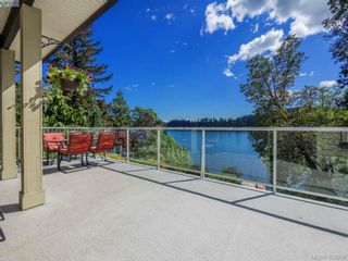 Photo 1: 2811 Lake End Rd in Langford: La Langford Lake House for sale : MLS®# 350899