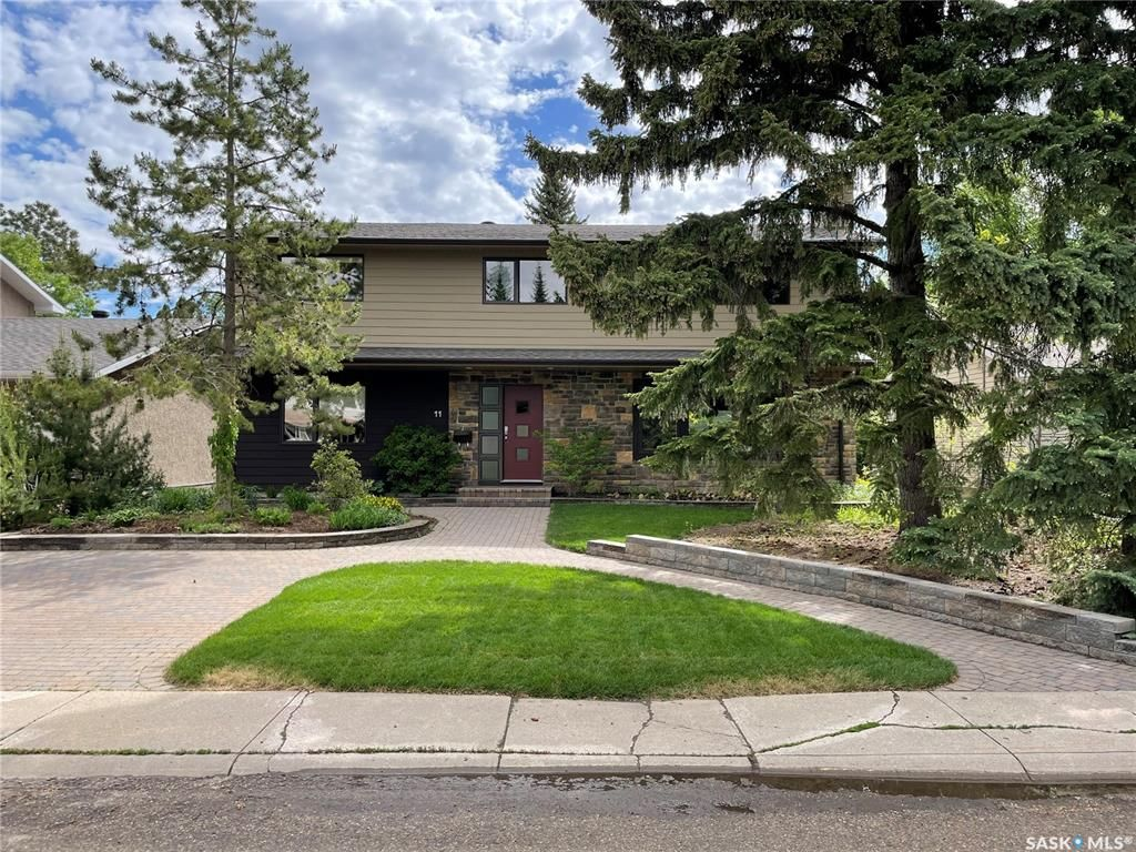 Main Photo: 11 Kirk Crescent in Saskatoon: Greystone Heights Residential for sale : MLS®# SK858890