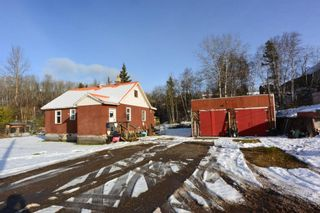 Photo 2: 1672 3RD Street: Telkwa House for sale (Smithers And Area (Zone 54))  : MLS®# R2416128