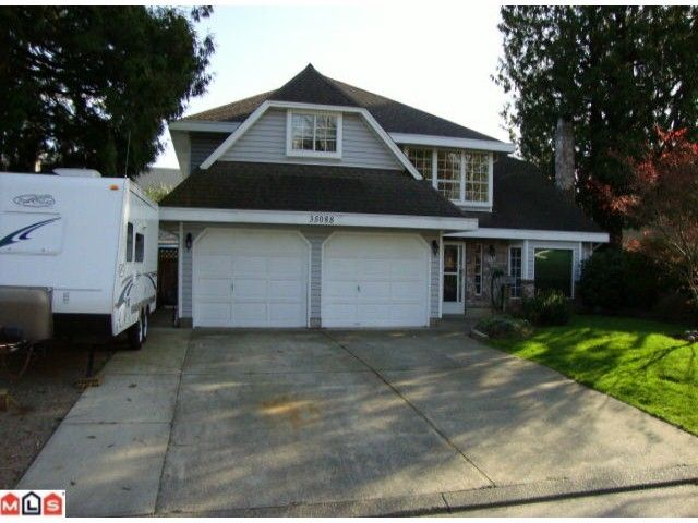 """Main Photo: 35088 MT BLANCHARD Drive in Abbotsford: Abbotsford East House for sale in """"Ten Oaks"""" : MLS®# F1006542"""