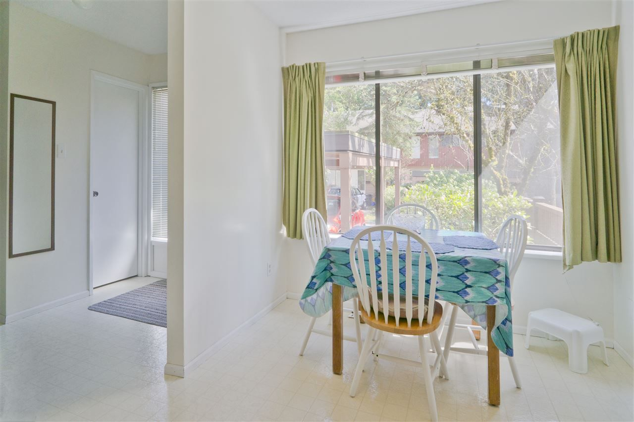 Photo 8: Photos: 4725 FERNGLEN PLACE in Burnaby: Greentree Village Townhouse for sale (Burnaby South)  : MLS®# R2163042