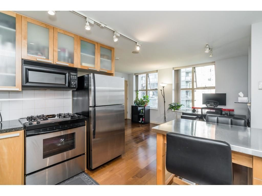 """Main Photo: 707 969 RICHARDS Street in Vancouver: Downtown VW Condo for sale in """"THE MONDRIAN"""" (Vancouver West)  : MLS®# R2622654"""