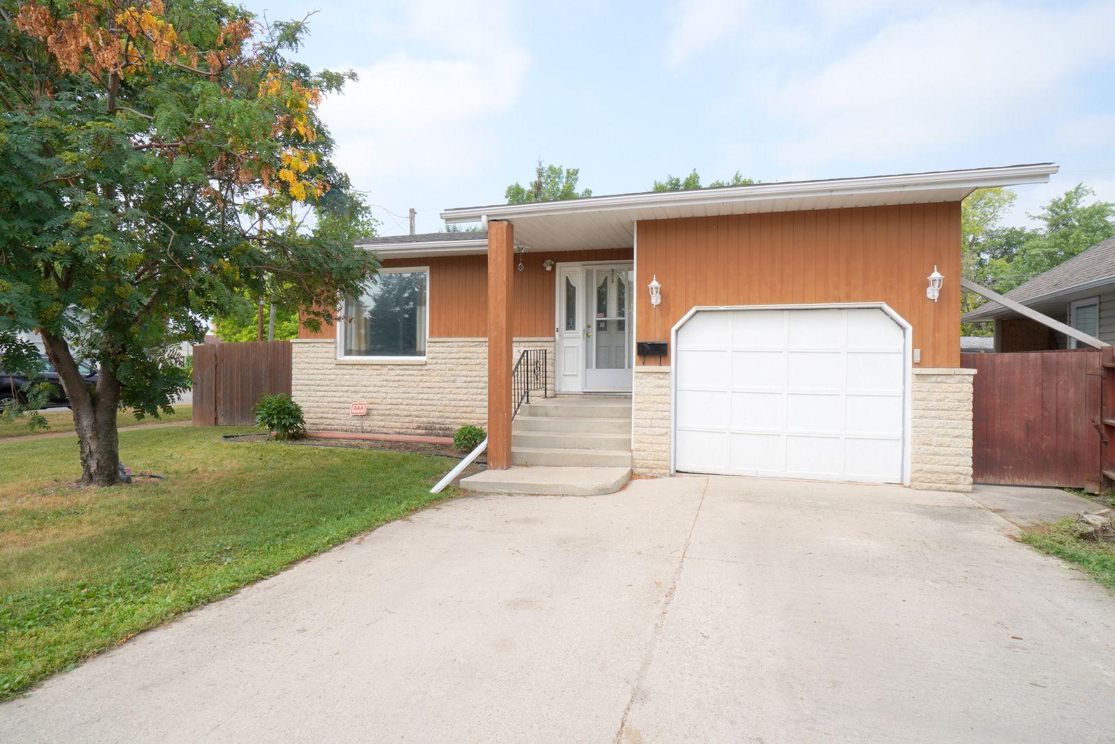 Main Photo: 501 MIdland St in Portage la Prairie: House for sale : MLS®# 202118033
