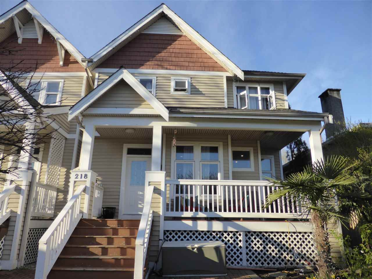 Main Photo: 218 E 10TH STREET in North Vancouver: Central Lonsdale Townhouse for sale : MLS®# R2045615