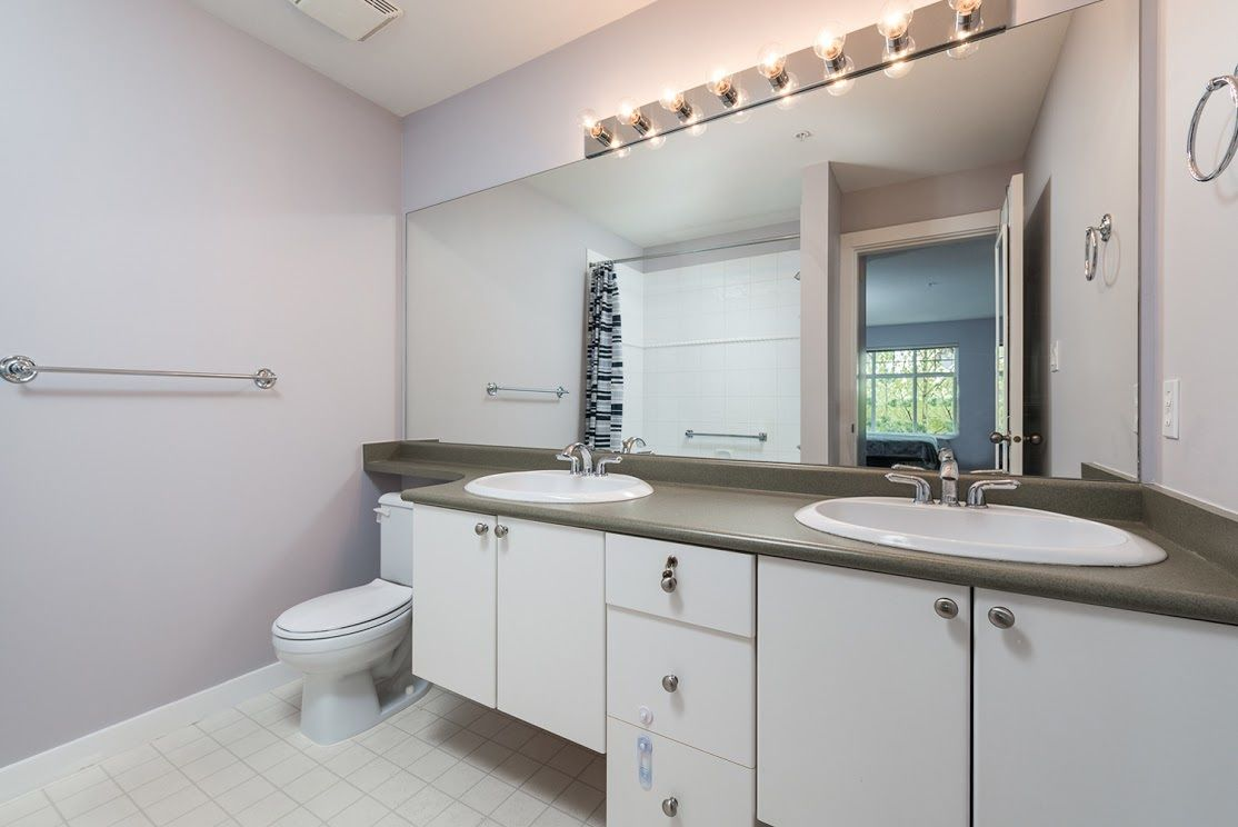 """Photo 9: Photos: 404 1438 PARKWAY Boulevard in Coquitlam: Westwood Plateau Condo for sale in """"MONTREUX"""" : MLS®# R2161413"""