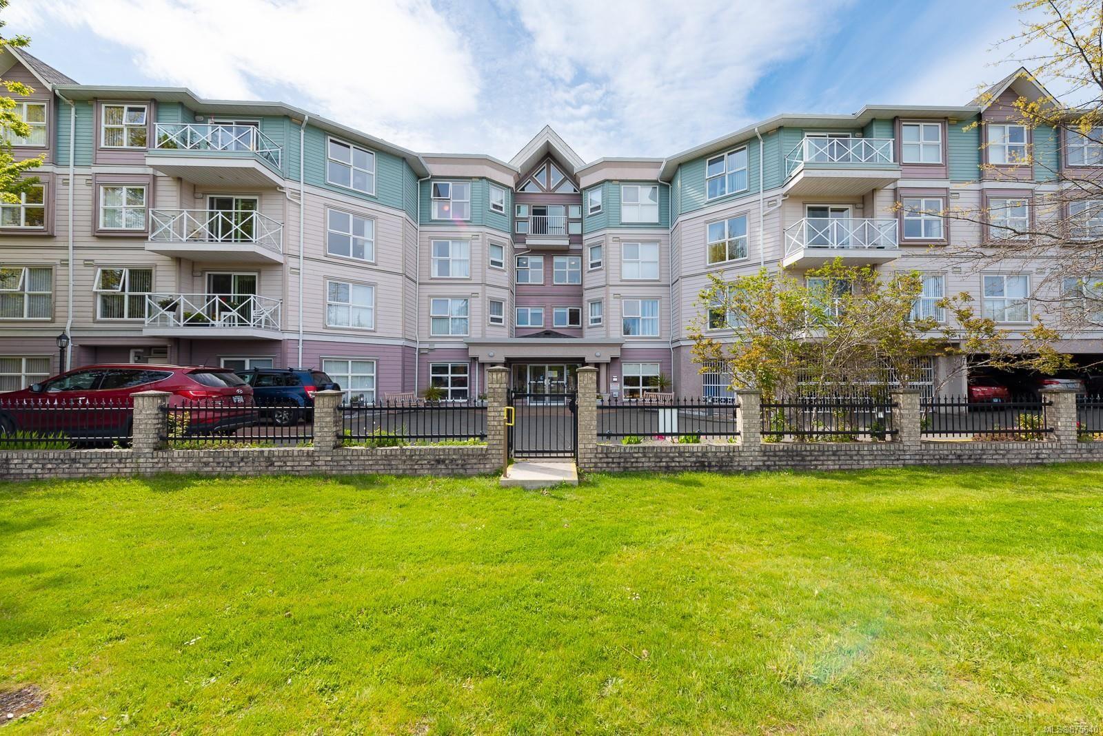 Main Photo: 301 1683 Balmoral Ave in : CV Comox (Town of) Condo for sale (Comox Valley)  : MLS®# 875640