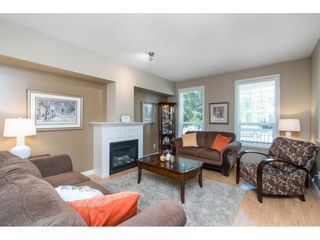 """Photo 3: 7033 179A Street in Surrey: Cloverdale BC Condo for sale in """"Provinceton"""" (Cloverdale)  : MLS®# R2392761"""