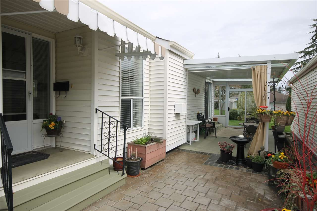 """Photo 1: Photos: 69 2345 CRANLEY Drive in Surrey: King George Corridor Manufactured Home for sale in """"La Mesa"""" (South Surrey White Rock)  : MLS®# R2153099"""