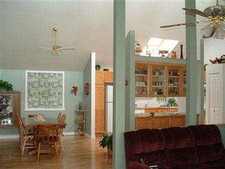Photo 6: 1481 PARK AV in Roberts_Creek: Roberts Creek House for sale (Sunshine Coast)  : MLS®# V343592