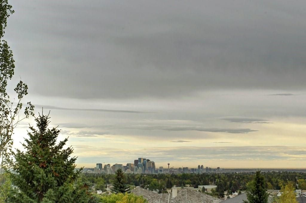Main Photo: 115 SIGNAL HILL PT SW in Calgary: Signal Hill House for sale : MLS®# C4267987
