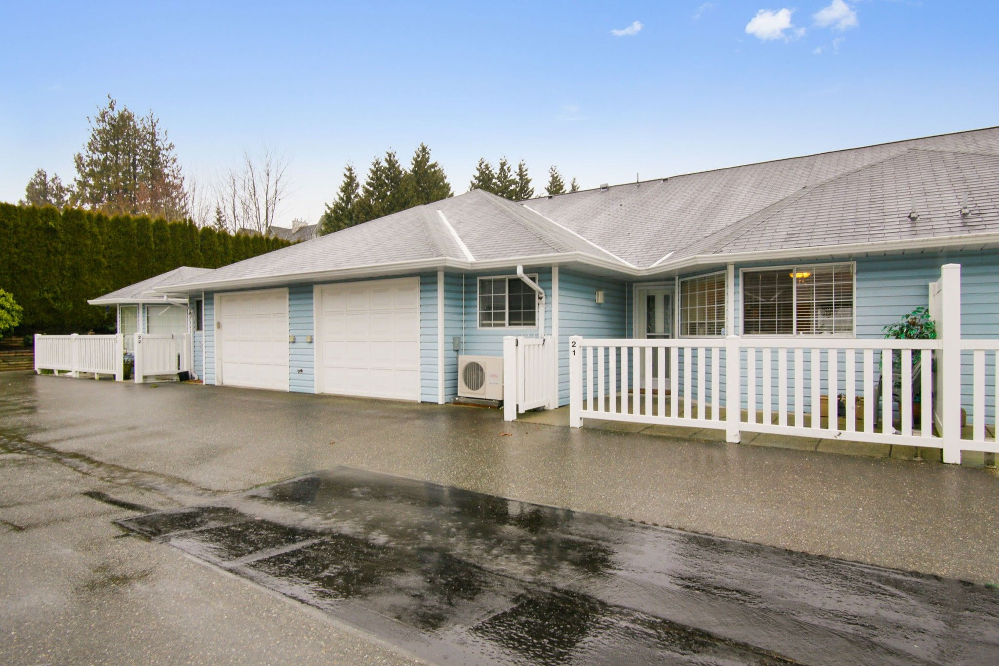 """Main Photo: 21 1450 MCCALLUM Road in Abbotsford: Poplar Townhouse for sale in """"Crown Point"""" : MLS®# R2236332"""
