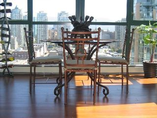 """Photo 9: 2005 289 DRAKE Street in Vancouver: Downtown VW Condo for sale in """"PARKVIEW TOWER"""" (Vancouver West)  : MLS®# V661632"""