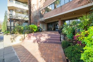 Photo 2: 807 1450 Pennyfarthing Drive in Vancouver: False Creek Condo for sale (Vancouver West)  : MLS®# R2421460
