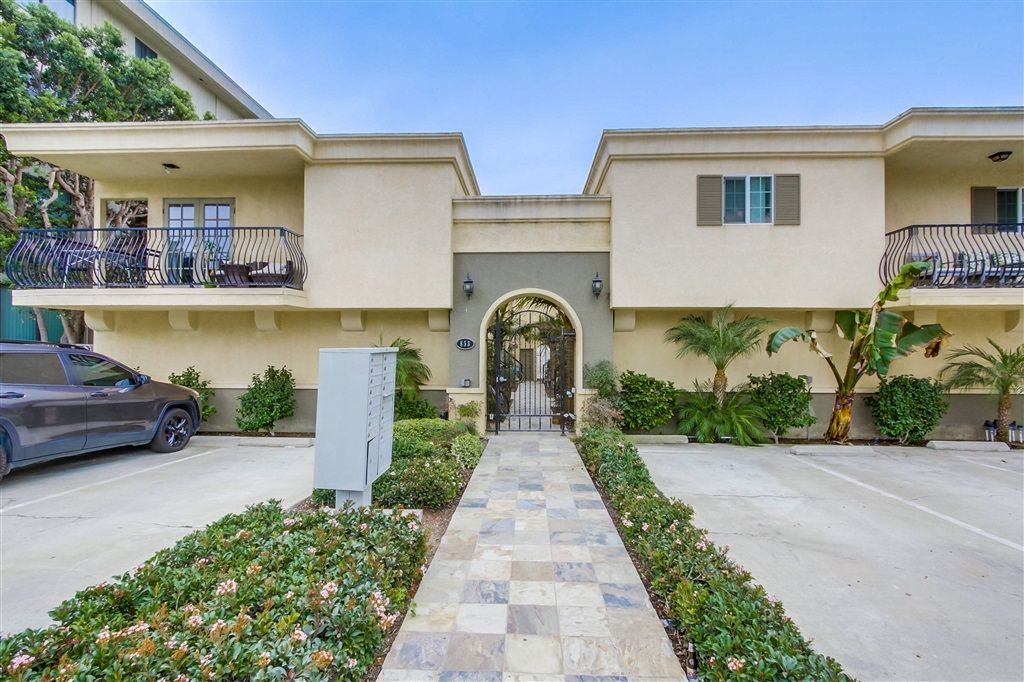 Main Photo: PACIFIC BEACH Condo for sale : 1 bedrooms : 853 Thomas Ave #14 in San Diego