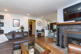 Photo 6: 205 949 Cloverdale Ave in VICTORIA: SE Quadra Condo for sale (Saanich East)  : MLS®# 820581