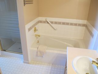 """Photo 15: 4 323 GOVERNORS Court in New Westminster: Fraserview NW Townhouse for sale in """"FRASERVIEW"""" : MLS®# R2135689"""