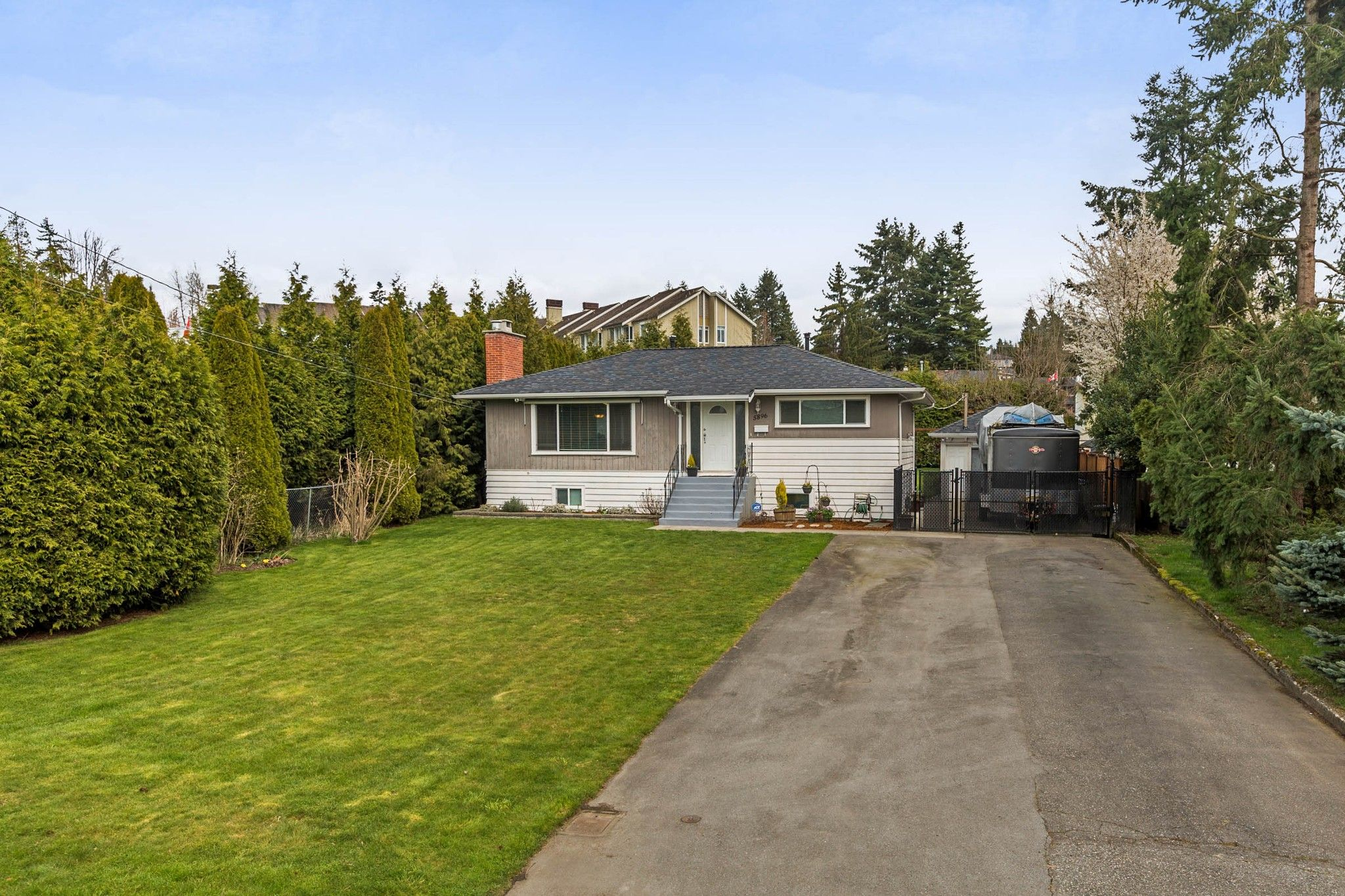 Main Photo: 5896 179 Street in Surrey: Cloverdale BC House for sale (Cloverdale)  : MLS®# R2252561
