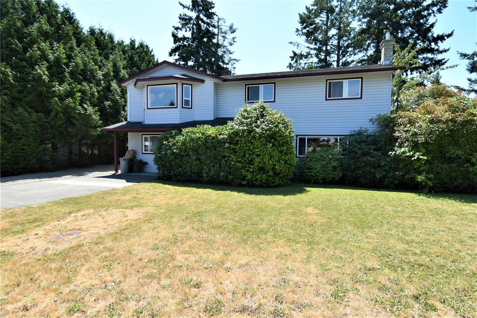 Main Photo: 2035 Bolt Ave in : CV Comox (Town of) House for sale (Comox Valley)  : MLS®# 881583