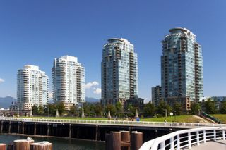 Photo 10: 306 1088 QUEBEC STREET in Vancouver East: Home for sale : MLS®# R2071383