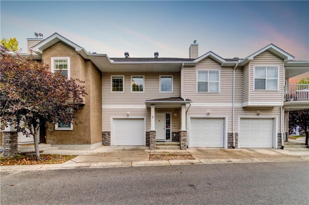 Main Photo: 8 2318 17 Street SE in Calgary: Inglewood Row/Townhouse for sale : MLS®# A1097965