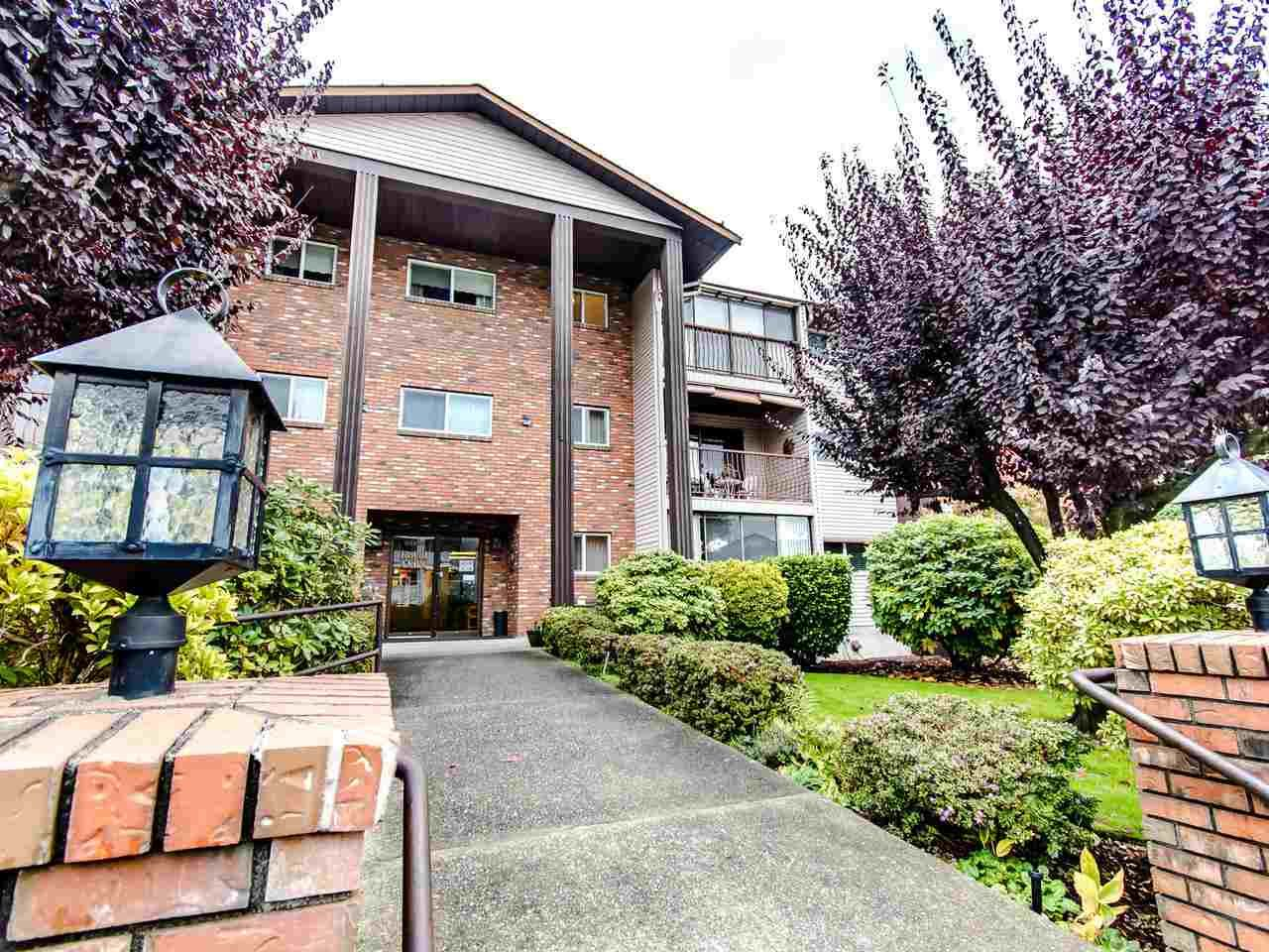 "Main Photo: 204 32910 AMICUS Place in Abbotsford: Central Abbotsford Condo for sale in ""ROYAL OAKS"" : MLS®# R2474373"