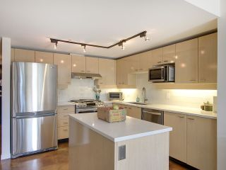 """Photo 8: 305 428 W 8TH Avenue in Vancouver: Mount Pleasant VW Condo for sale in """"XL LOFTS"""" (Vancouver West)  : MLS®# R2184000"""