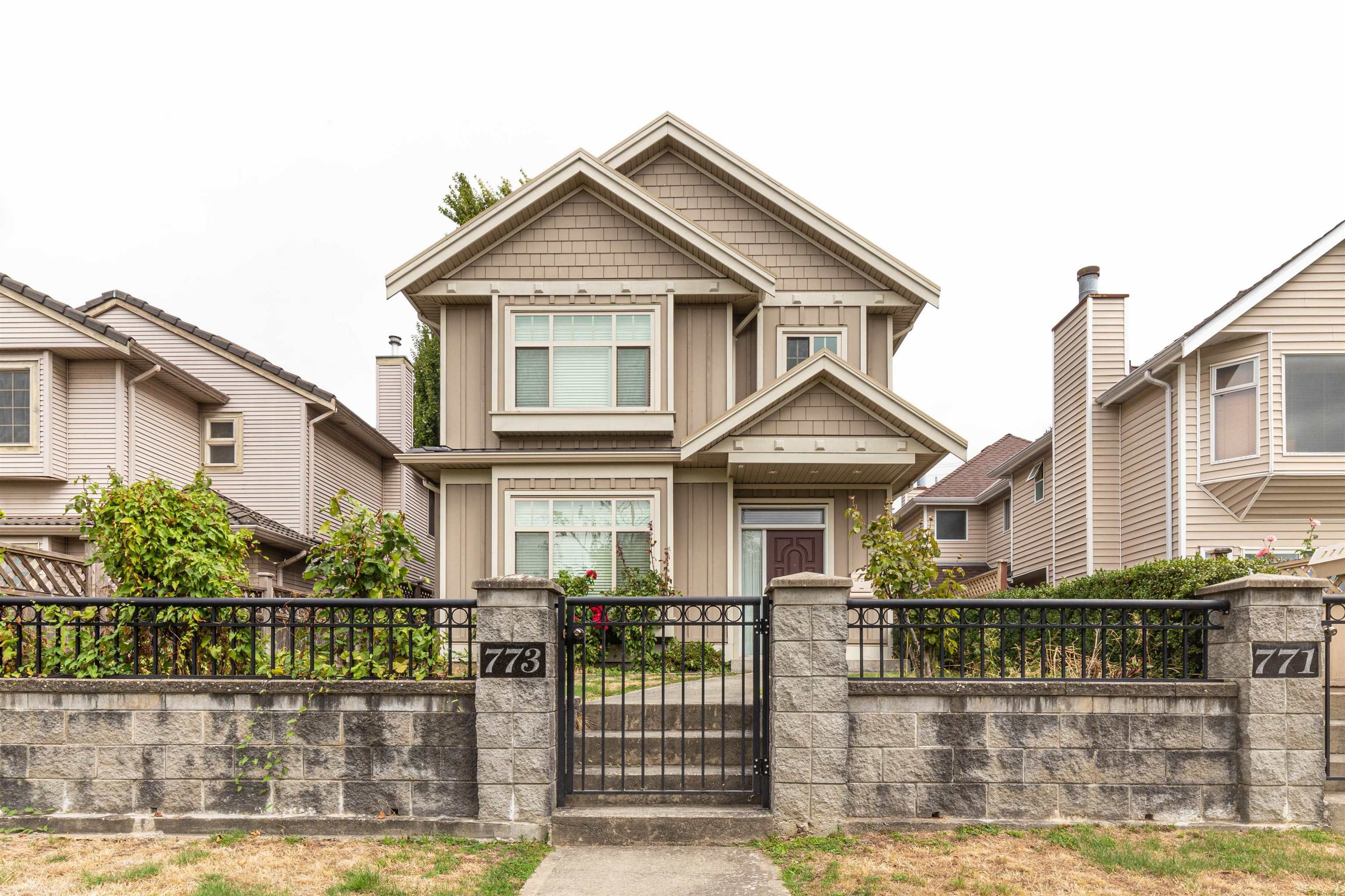 """Main Photo: 773 W 69TH Avenue in Vancouver: Marpole 1/2 Duplex for sale in """"FRONT 1/2 DUPLEX"""" (Vancouver West)  : MLS®# R2615290"""