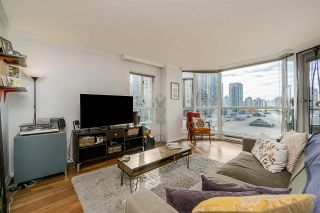 "Photo 5: 401 888 HAMILTON Street in Vancouver: Downtown VW Condo for sale in ""ROSEDALE GARDEN"" (Vancouver West)  : MLS®# R2215482"