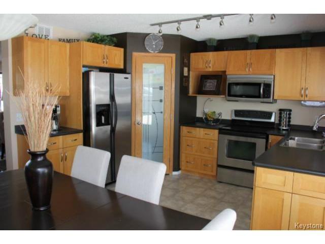 Photo 3: Photos: 100 Harding Crescent in WINNIPEG: St Vital Residential for sale (South East Winnipeg)  : MLS®# 1403083