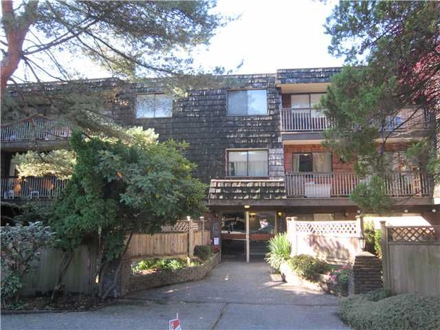 """Main Photo: 204 327 W 2ND Street in North Vancouver: Lower Lonsdale Condo for sale in """"Somerset Manor"""" : MLS®# V847989"""