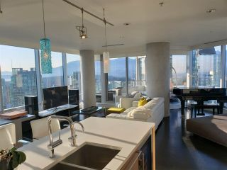 """Photo 3: 3402 1111 ALBERNI Street in Vancouver: West End VW Condo for sale in """"Shangri-La Live/Work"""" (Vancouver West)  : MLS®# R2482149"""