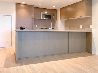 """Photo 2: 504 112 E 13TH Street in North Vancouver: Central Lonsdale Condo for sale in """"CENTREVIEW"""" : MLS®# R2452688"""