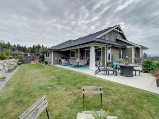 """Photo 3: 5533 PEREGRINE Crescent in Sechelt: Sechelt District House for sale in """"Silverstone Heights"""" (Sunshine Coast)  : MLS®# R2397737"""