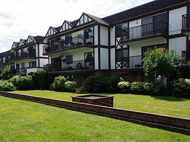 """Main Photo: 211 131 W 4TH Street in NORTH VANC: Lower Lonsdale Condo for sale in """"NOTTINGHAM PLACE"""" (North Vancouver)  : MLS®# R2004347"""