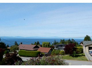 Photo 2: 4936 ARBUTUS Road in Sechelt: Sechelt District House for sale (Sunshine Coast)  : MLS®# V1136165