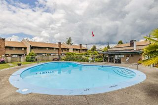 """Photo 1: 68 5850 177B Street in Surrey: Cloverdale BC Townhouse for sale in """"DOGWOOD GARDEN"""" (Cloverdale)  : MLS®# R2584104"""