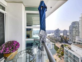 """Photo 12: 2305 1077 MARINASIDE Crescent in Vancouver: Yaletown Condo for sale in """"MARINASIDE RESORT"""" (Vancouver West)  : MLS®# R2544520"""
