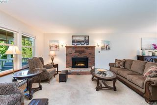Photo 4: 711 Miller Ave in VICTORIA: SW Royal Oak House for sale (Saanich West)  : MLS®# 813746