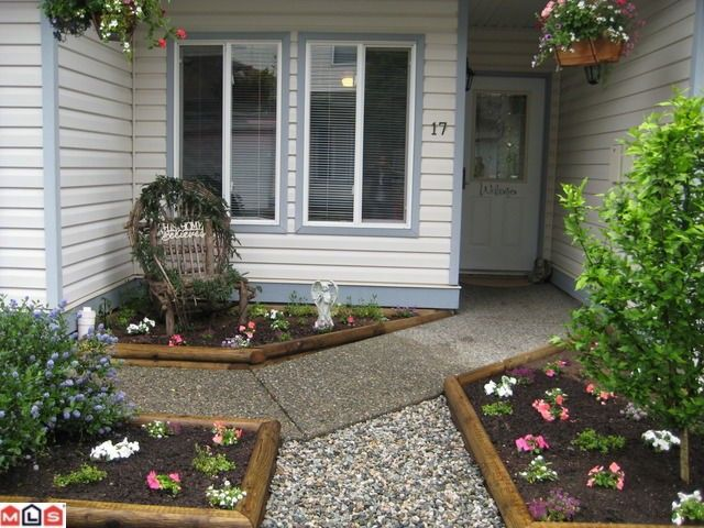 """Main Photo: 17 21579 88B Avenue in Langley: Walnut Grove Townhouse for sale in """"CARRIAGE PARK"""""""