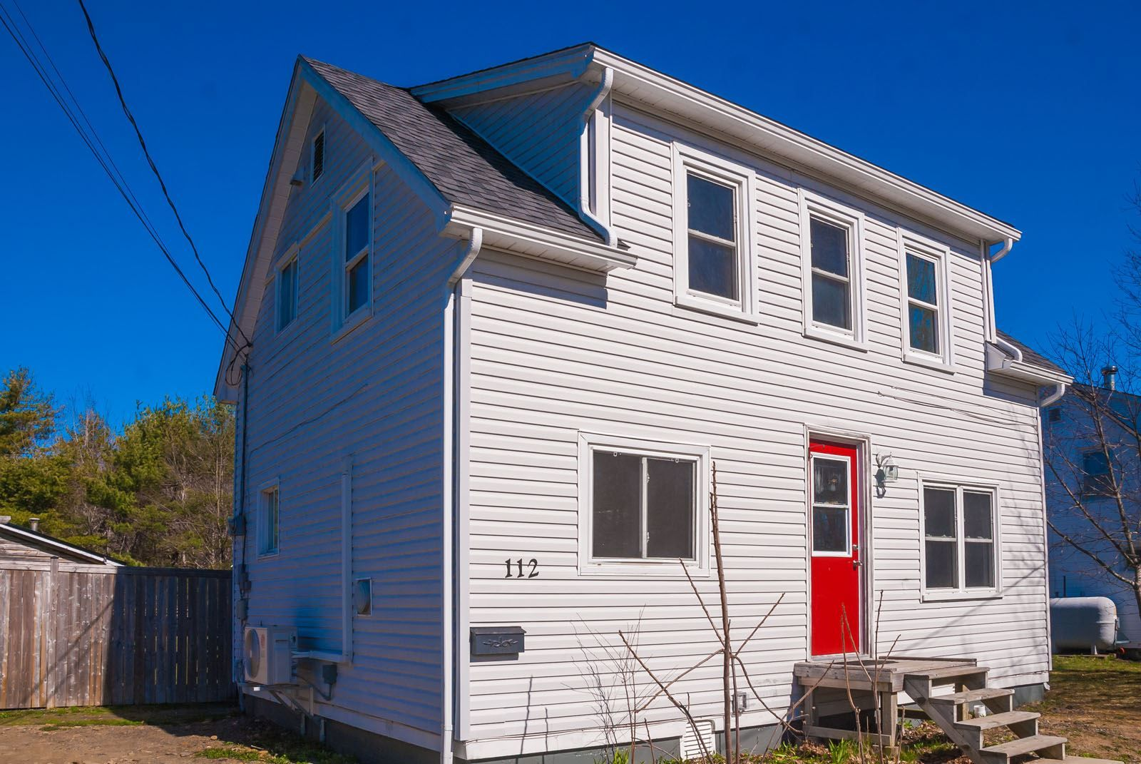 Main Photo: 112 Starr Street in Bridgewater: 405-Lunenburg County Residential for sale (South Shore)  : MLS®# 202108918