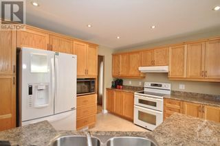 Photo 8: 52 OLDE TOWNE AVENUE in Russell: House for sale : MLS®# 1264483